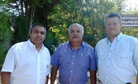 Osvaldo Rojas junto a Juan Alcayaga y el alcalde de Linares, Rolando Rentería